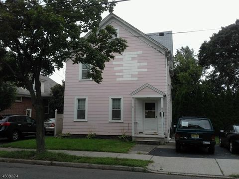 Photo of 419 6th St, Carlstadt, NJ 07072