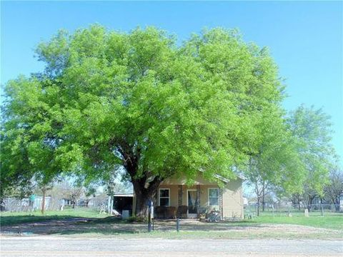 Photo of 350 Main St, Lawn, TX 79530