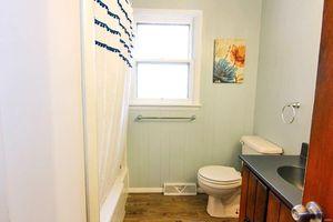 1065 Patricia St Cape Girardeau Mo 63701 Bathroom