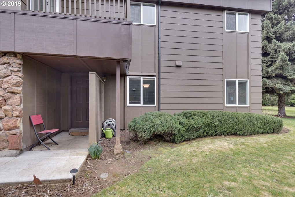 917 Pacific Ave Unit 15, Hood River, OR 97031
