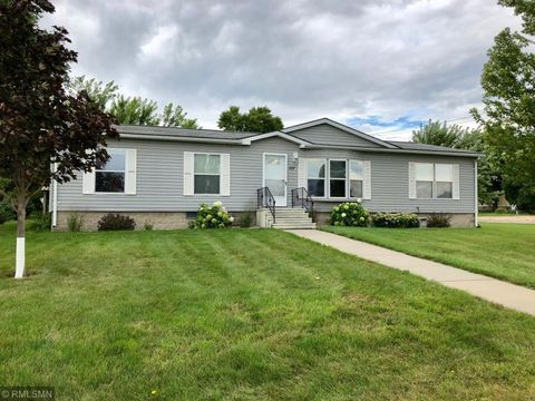 Photo of 111 3rd St S, Gaylord, MN 55334