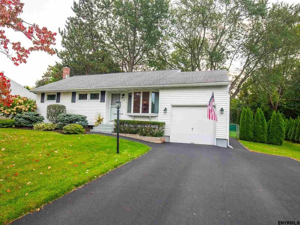 48 Wedgewood Dr Colonie, NY 12211