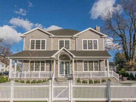 Photo of 2 Seaman Rd, Glen Cove, NY 11542