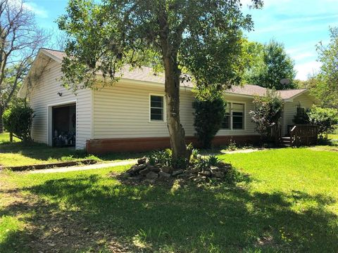 415 Primrose Rd, Jones Creek, TX 77541