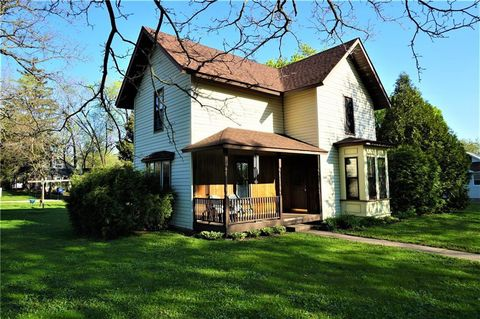 Photo of 400 Pine St, Pepin, WI 54759
