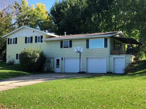 Photo of 322 9th St W, Clear Lake, SD 57226