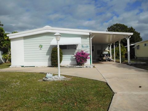 1112 Indigo Dr, Barefoot Bay, FL 32976