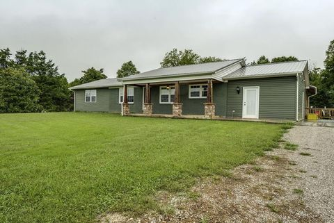 10625 Hopewell Rd, Silver Point, TN 38582