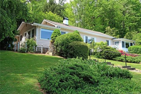 Photo of 115 Lake Dr, Hendersonville, NC 28739