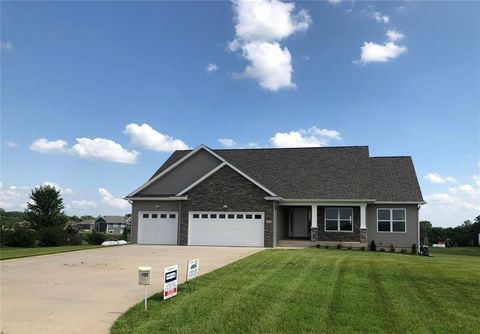 Photo of 1434 Windham Hill Dr, Riverside, IA 52327