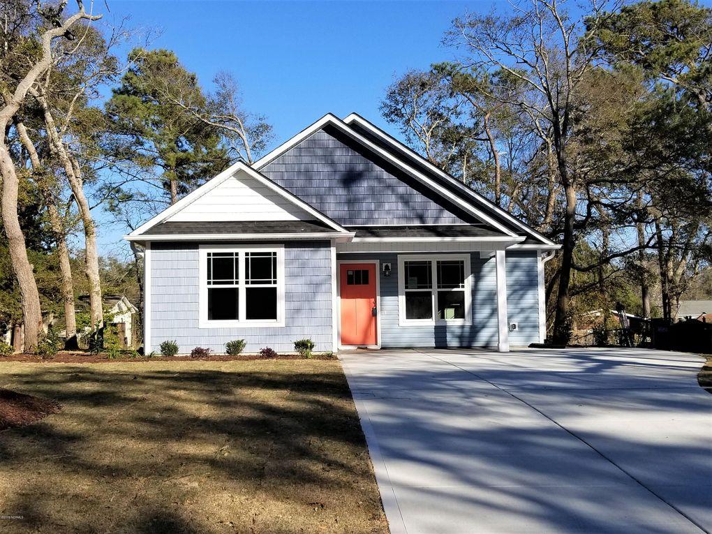 218 Ne 67th St, Oak Island Wooded, NC 28465