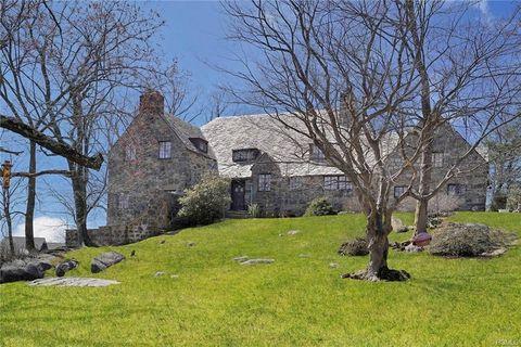 Photo of 202 E Hickory Grove Dr, Larchmont, NY 10538