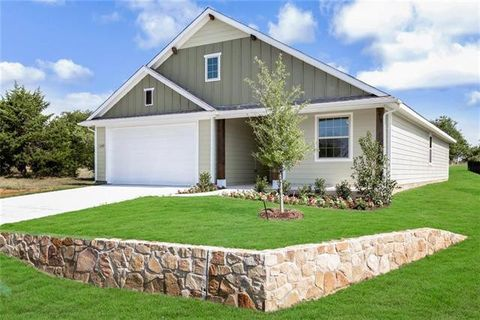 Photo of 1349 Green Field Dr, Gainesville, TX 76240