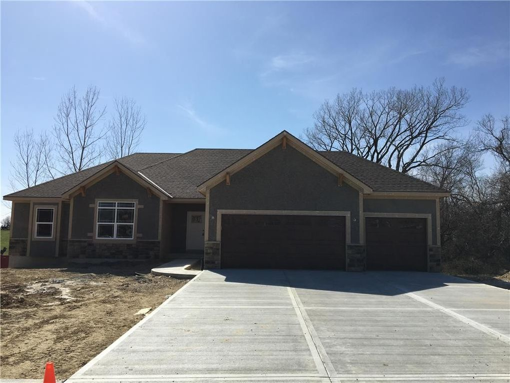 728 S 155th Ter, Basehor, KS 66007