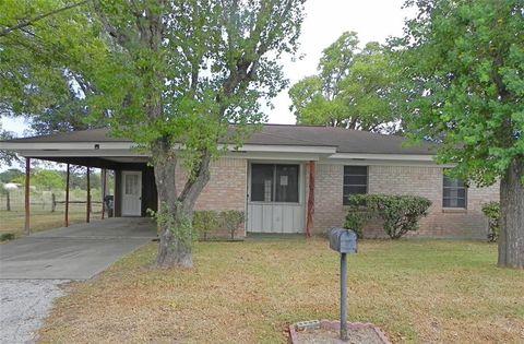 1007 S Glendale St, Hallettsville, TX 77964