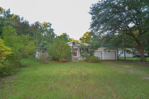 Photo of 136 Old Arrowhead Trl, Huger, SC 29450