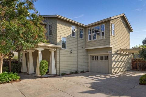 635 Pepperwood Ct, Mountain View, CA 94043