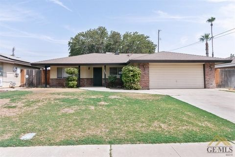 Photo of 2004 Hasti Acres Dr, Bakersfield, CA 93309