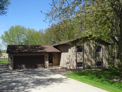 Photo of 599 Rolling Meadows Ln Se, New Prague, MN 56071
