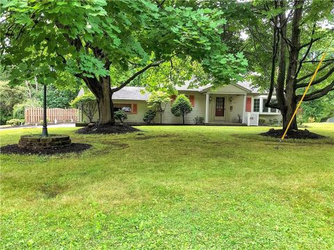 Photo of 1915 Wendy Ln, Poland, OH 44514