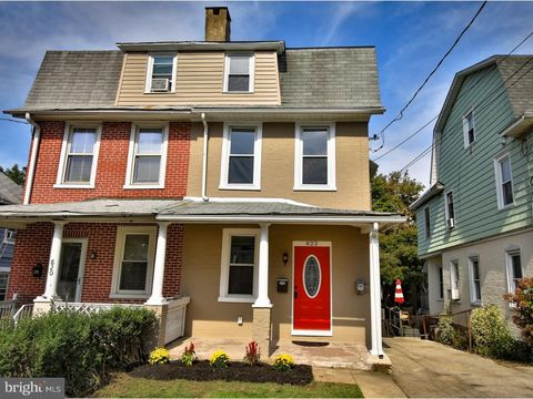 822 Biddle St, Ardmore, PA 19003