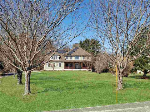 Photo of 12 Exeter Falls Dr, Exeter, NH 03833