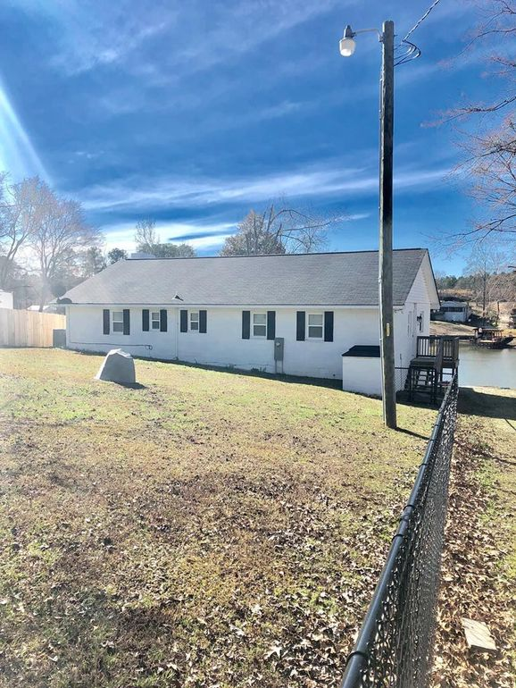 556 Forest Dr, Cross Hill, SC 29332