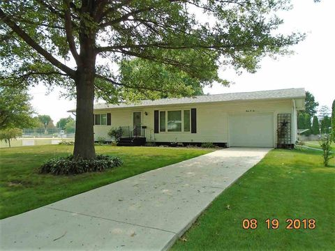 302 1st Ave, Clarence, IA 52216