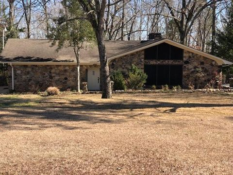 Photo of 294 Twin Oaks Dr, Pontotoc, MS 38863