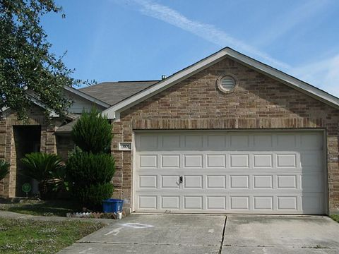 Photo of 3101 Meadow Bay Dr, Dickinson, TX 77539