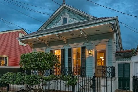 New Orleans La Homes With Special Features
