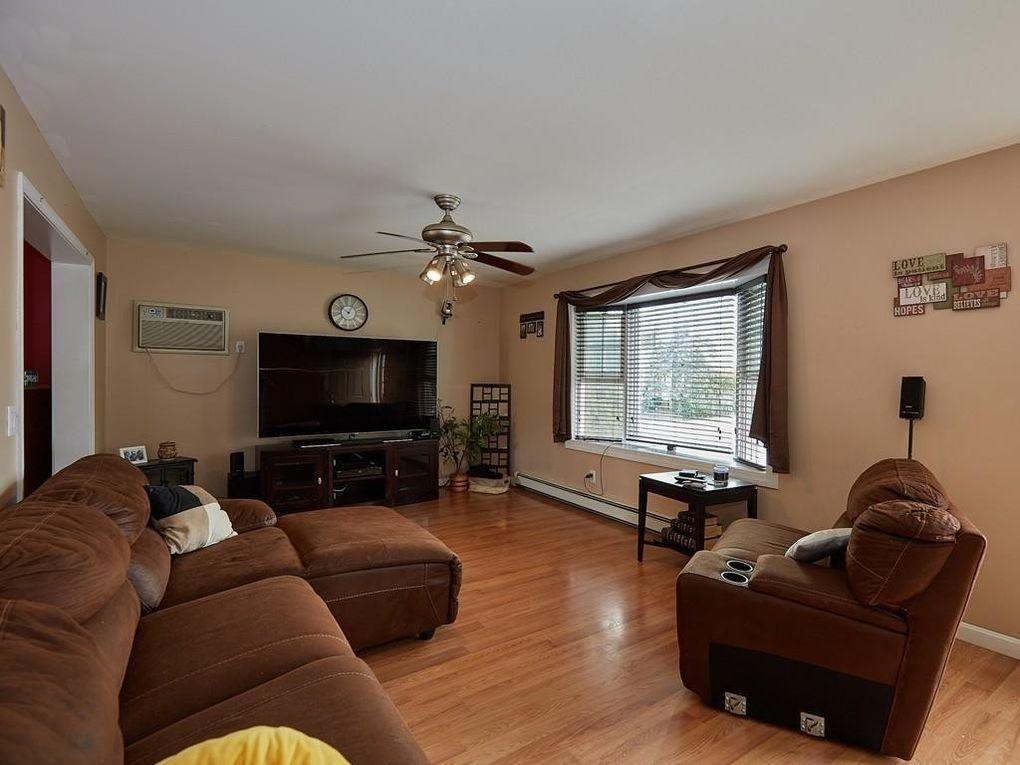 114 Hunts Ave, Pawtucket, RI 02861