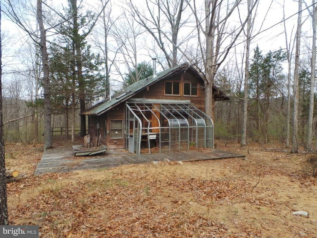 1084 Golliday Rd, Great Cacapon, WV 25422