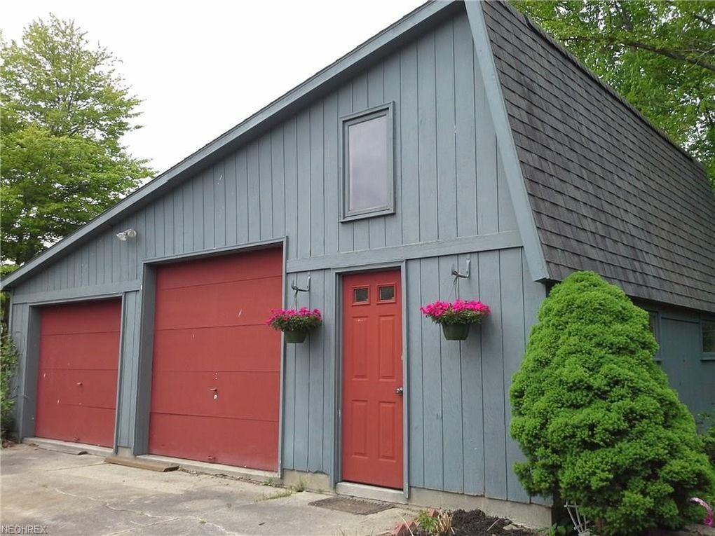 17295 Old State Rd, Middlefield, OH 44062