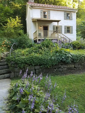 Photo of 522 Etna Furnace Rd, Williamsburg, PA 16693