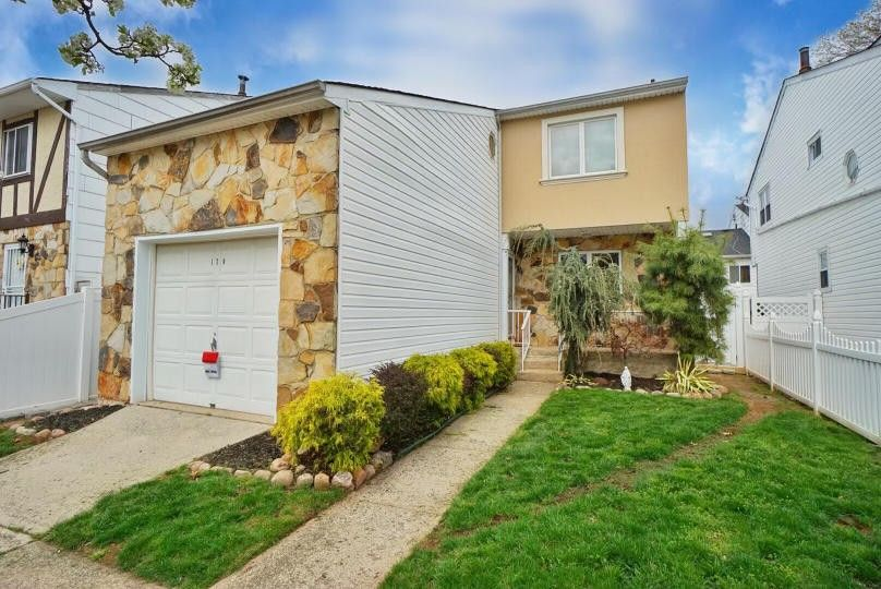 120 Carlyle Grn Staten Island, NY 10312