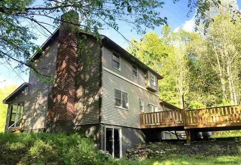 319 Lakeview Rd, Mayfield, NY 12117