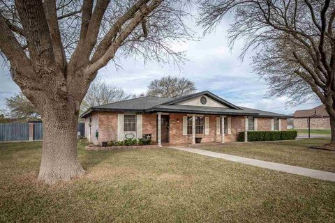 Photo of 418 Canyon Creek Dr, Del Rio, TX 78840