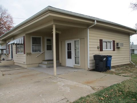Photo of 429 N 5th St, Monmouth, IL 61462