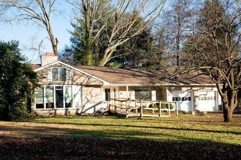 103 Orchard Cir, Oak Ridge, TN 37830