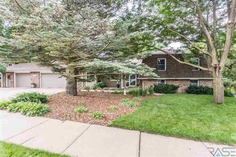 Photo of 1509 E Edgewood Rd, Sioux Falls, SD 57103