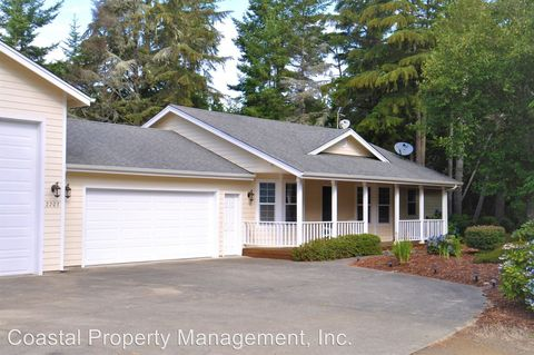 Photo of 2203 13th St, Florence, OR 97439