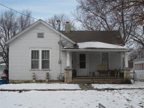 Photo of 344 Parker St, Osawatomie, KS 66064