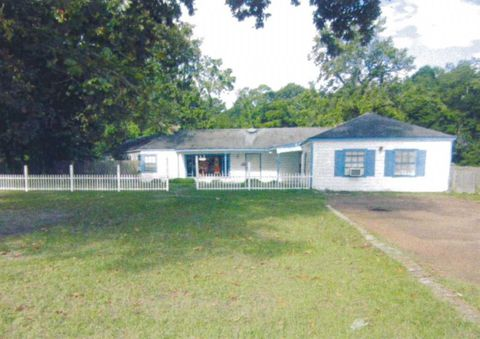 Photo of 505 S Home St, Corrigan, TX 75939