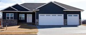 1697 Settlers Dr, Marion, IA 52302