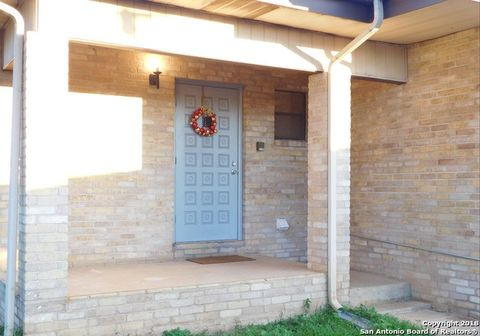 Photo of 309 W Miller St, Dilley, TX 78017