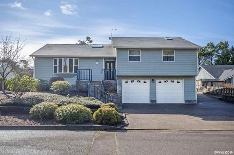 Photo of 230 Nw Lancer St, Lincoln City, OR 97367