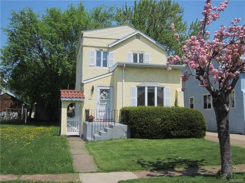 22 Linden Ave, Kenmore, NY 14217