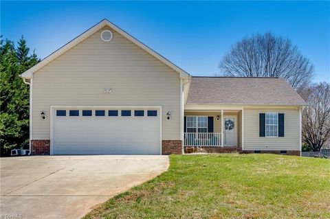 Photo of 549 Country View Dr, Winston Salem, NC 27107