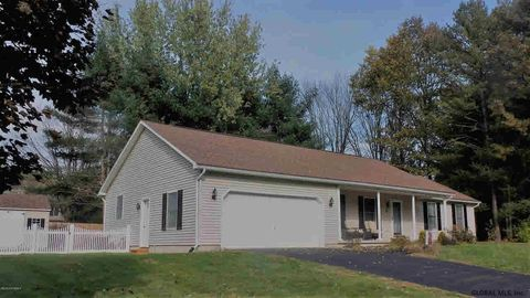 3 Shallow Creek Rd, Queensbury, NY 12804